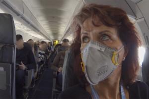 die ehemalige Lufthansa Chefstewardess Bearnairdine baumann fliegt nur noch mit Aktiv-Kohlefilter Maske